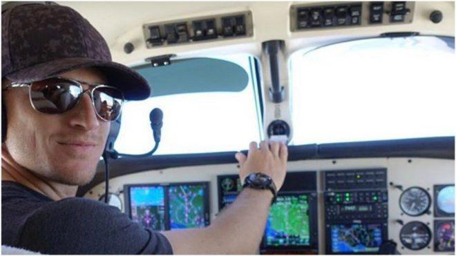 Morgan Hoffmann (28 años) pilota su propia avioneta.