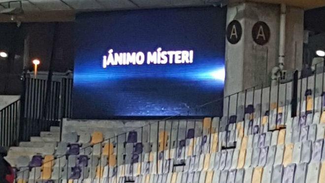 Mensaje en el marcador del estadio de Maribor.