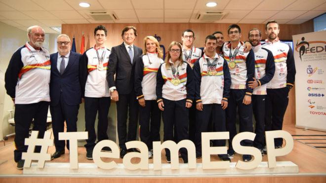 Los medallistas españoles junto a José Ramón Lete en el CSD