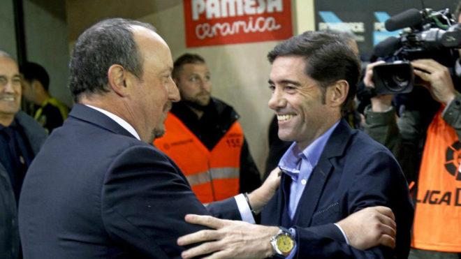 Marcelio y Benítez se saludan en el estadio de El Madrigal.