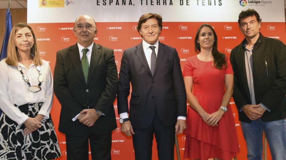 Miguel Díaz, en la presente de Anabel y Burguera como capitanes