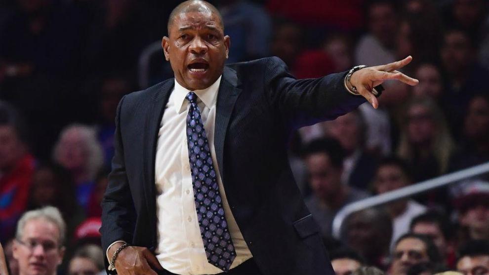 Doc Rivers dirigiendo un partido de los Clippers