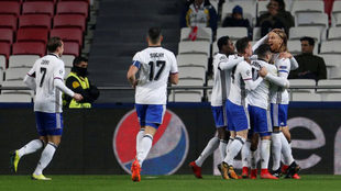 Los jugadores del Basilea celebran su gol en Da Luz.