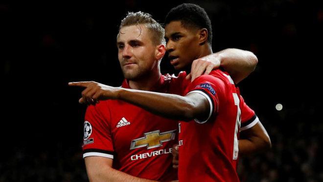 Rashford y Shaw celebran el segundo gol del United.