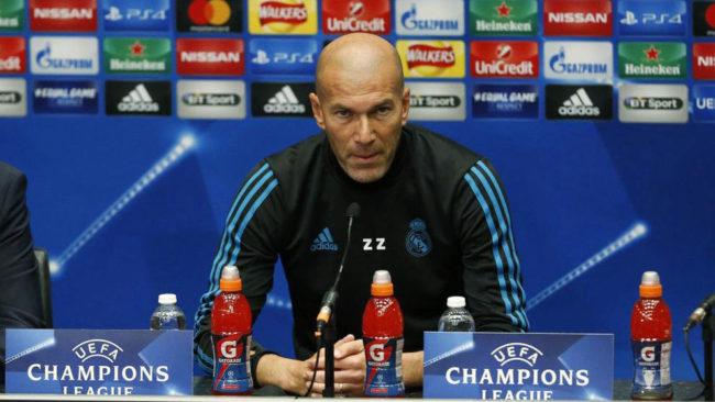 Zinedine Zidane, hablando ante la prensa.