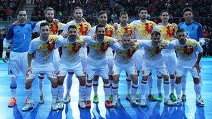 Formación de la selección española ante Bélgica en Crevillente.