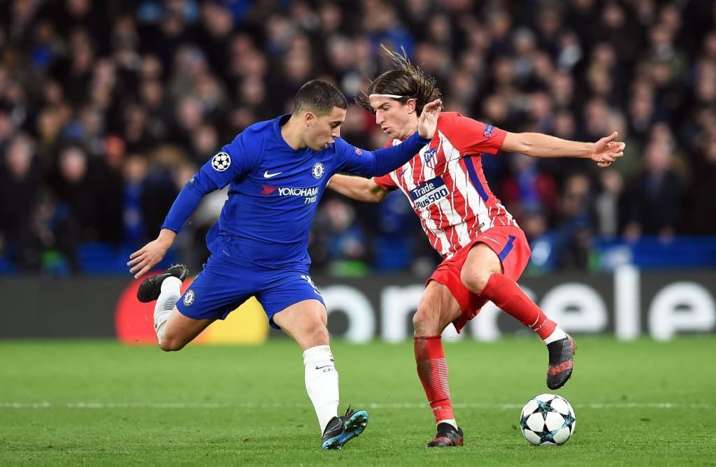 Hazard, junto a Filipe Luis en una acción del partido