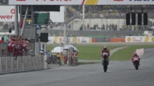 Andrea Dovizioso (caballito9 y Jorge Lorenzo, en el GP de Sepang