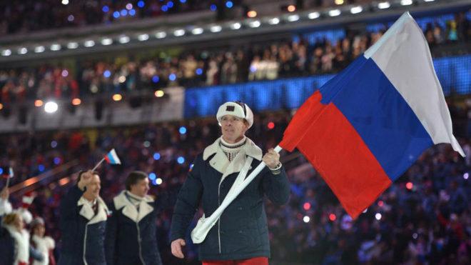 La delegación rusa desfilando en la apertura de los Juegos de Sochi