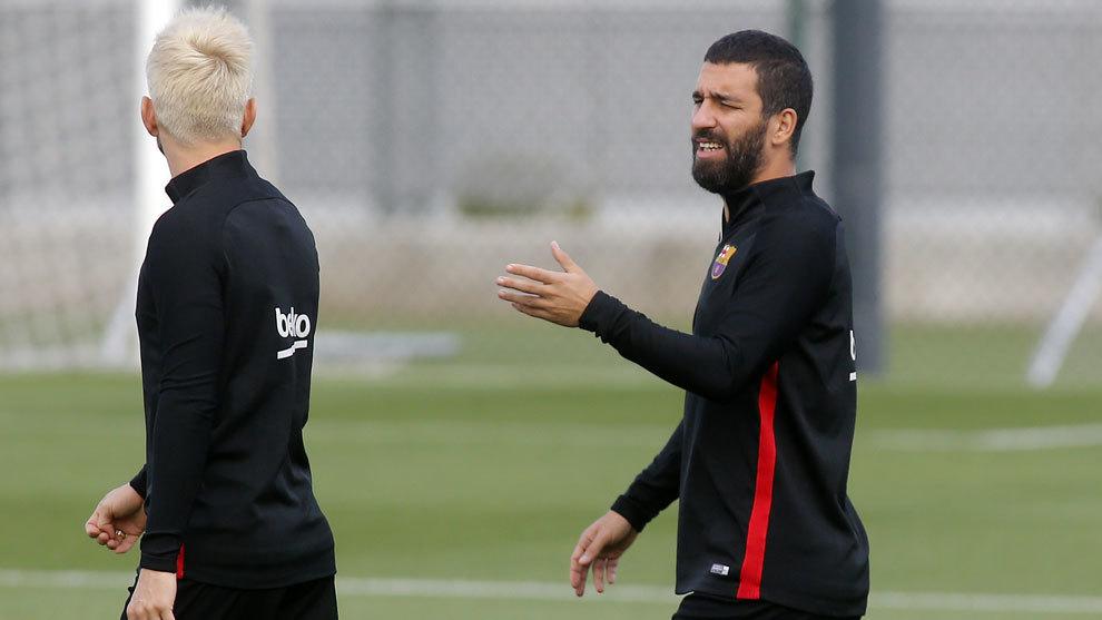 Arda Turan, en el entrenamiento del Barcelona