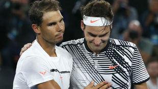 Nadal se saluda con Federer