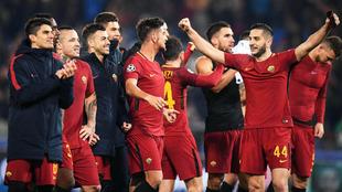 Los jugadores de la Roma celebran el pase a octavos