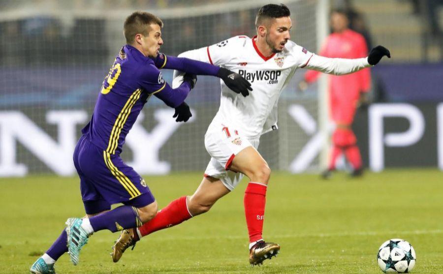 Sarabia controlando un balón frente al defensa del Maribor