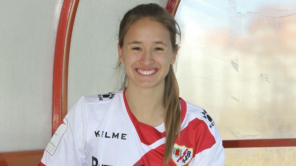Marta Perarnau posa para MARCA en la Ciudad Deportiva Rayo Vallecano.