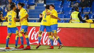 Los jugadores de la UD Las Palmas celebran un gol ante el Betis.