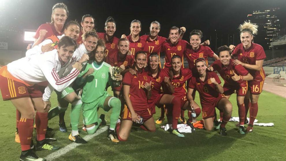 Las jugadoras de la selección española tras un partido de...