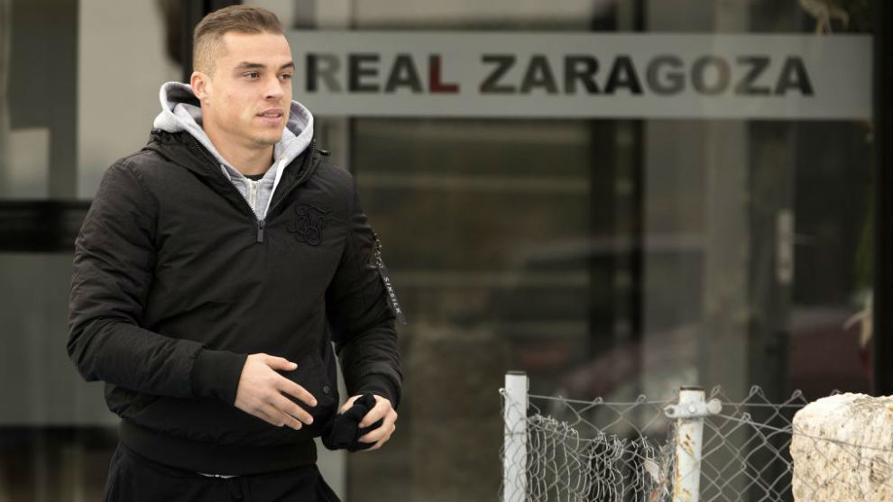 Jorge Pombo abandona la Ciudad Deportiva para hacerse las pruebas.