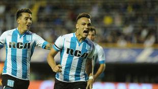 Lautaro, celebrando un gol con Racing