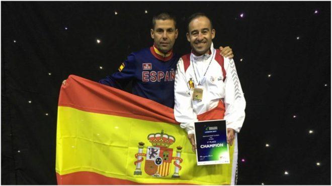 Álex Vidal (derecha) y el seleccionador Rafael Alcázar.