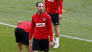 Juanfran, en el entrenamiento del Atlético