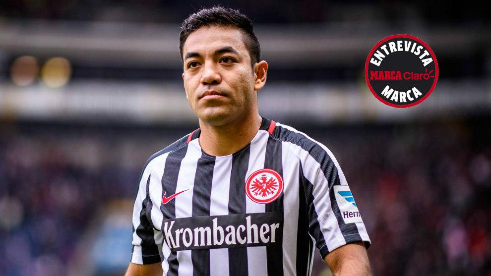 Marco Fabián, en un partido con el Eintracht la temporada pasada.