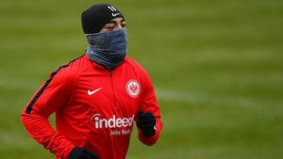 Marco Fabián, en un entrenamiento con el Eintracht.
