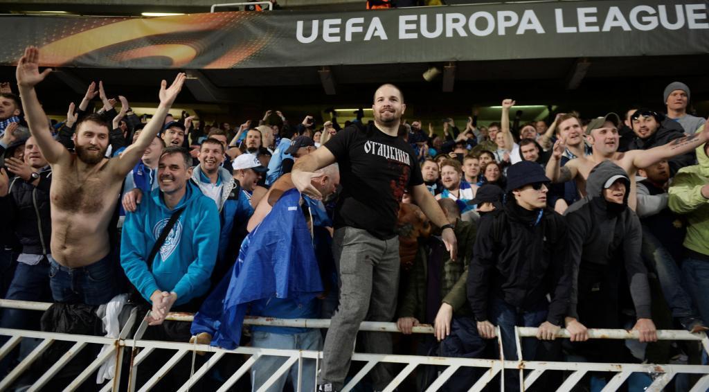 Real Sociedad Vs Zenit Zenit Ultras Set Off Flares During Visit To Real Sociedad Foto 3 De 9 Marca English