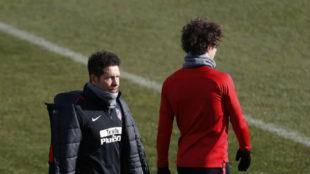 Vrsaljko, dando la espalda a Simeone en un entrenamiento