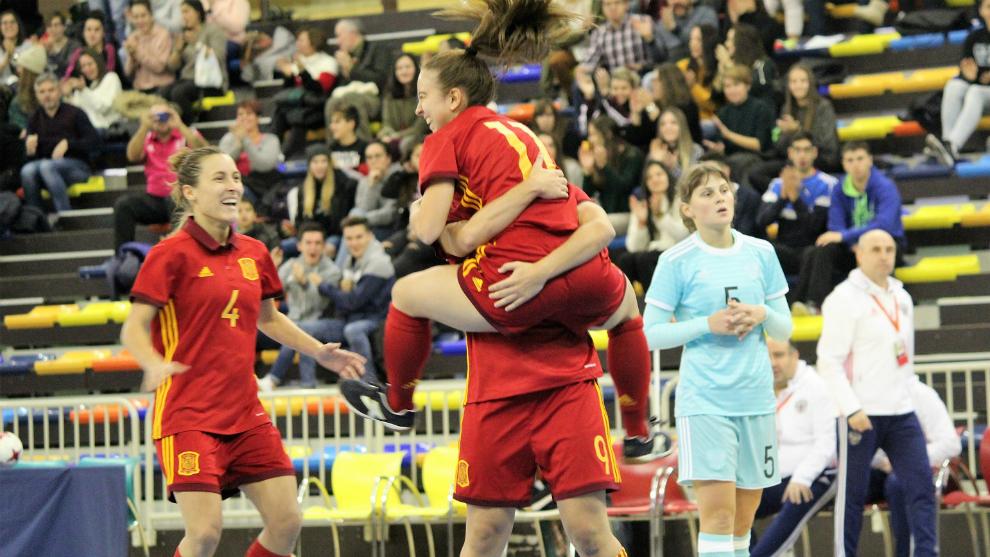 Las jugadores españolas celebran el gol de Vane Sotelo