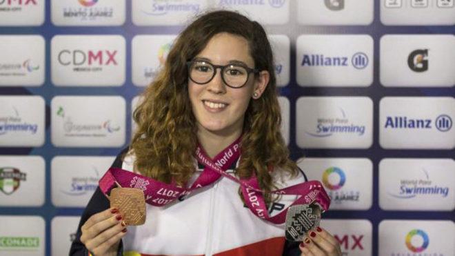 Marian Polo posa con sus dos medallas en su primer Mundial