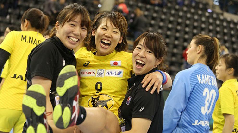 Las jugadoras japonesas celebran el pase a octavos del Mundial
