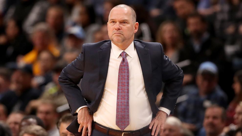 Malone, técnico de los Denver Nuggets, durante un partido