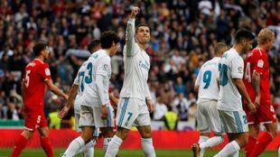 Cristiano celebra  su gol con el Bernabéu
