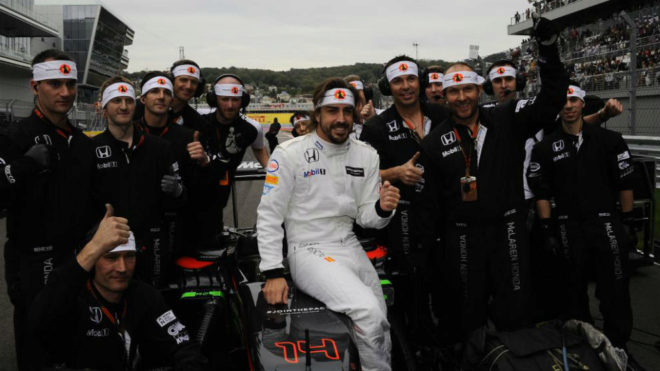 Fernando Alonso, con el mono empleado en el GP de Rusia 2015