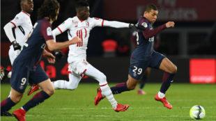 Mbappé, en la carrera para marcar el tercer gol.