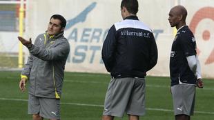 Valverde da instrucciones a Bruno y Senna en su etapa como técnico...