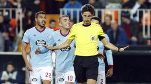Munuera Montero en el partido entre el Valencia y el Celta.
