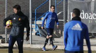 Mikel González en un entrenamiento en la Ciudad deportiva.