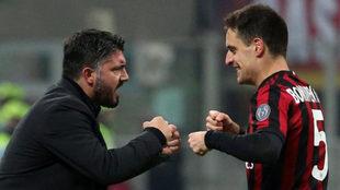 Bonaventura celebra uno de sus goles con Gattuso.