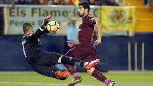 Asenjo, en un mano a mano con Suárez