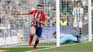 Saúl celebra su gol ante el Betis.