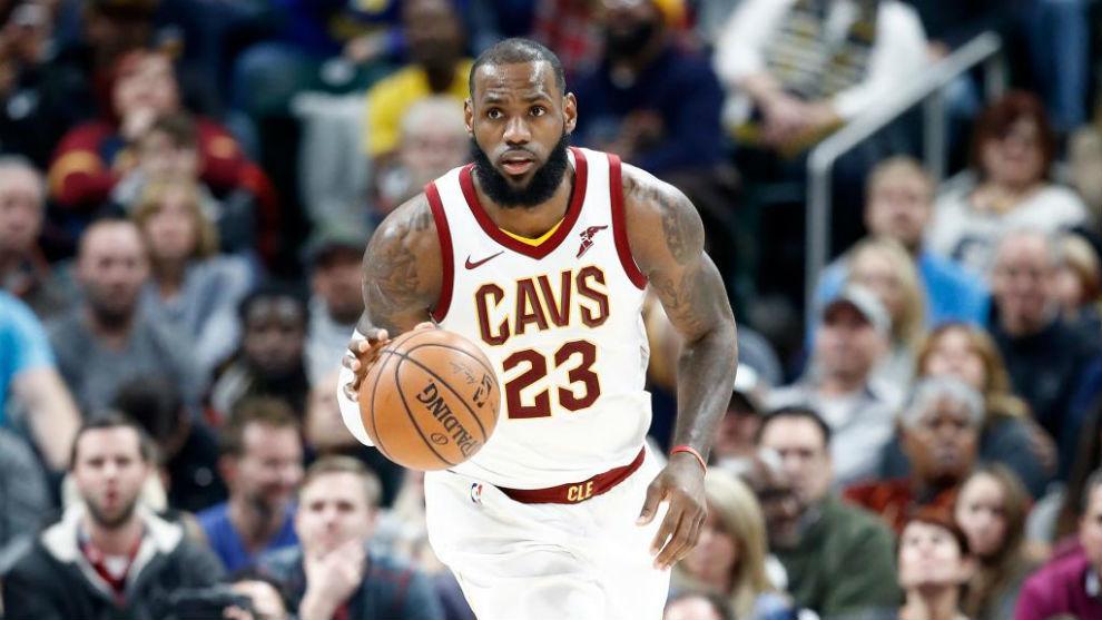 LeBron James durante un partido entre Cleveland Cavaliers e Indiana...