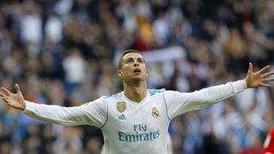 Cristiano celebra uno de sus goles ante el Sevilla
