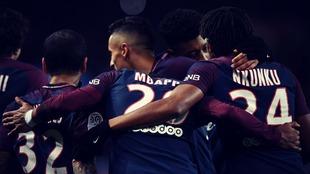 Los jugadores del PSG celebran un tanto conseguido en un encuentro de...
