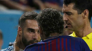 Carvajal y Neymar discuten en el Clásico de este verano en Miami.