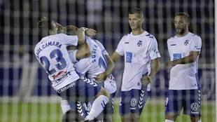 Los jugadores del Tenerife celebran uno de los tres goles al Reus
