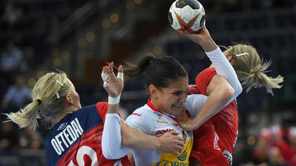 Almudena Rodríguez en una acción de ataque.