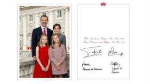Los Reyes y sus hijas felicitan la Navidad con una imagen de la Fiesta...