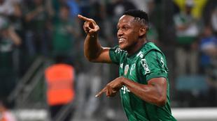 Yerri Mina celebra un gol con Palmeiras