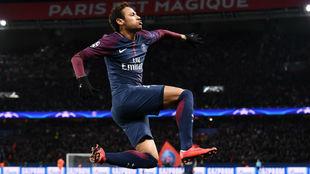 Neymar celebra un gol al Celtic en Champions.
